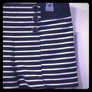 Cute sailor striped shorts w/ button detail Sz xl!